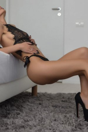 Emelina outcall escorts in East Cleveland OH & sex clubs